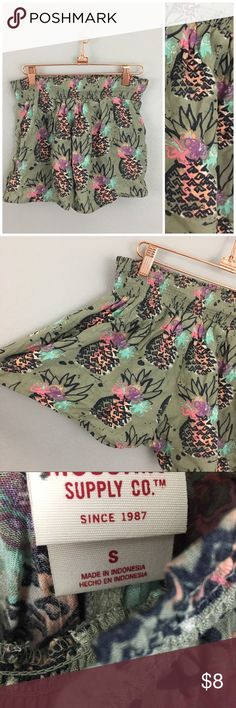 Mossimo Green Pineapple Printed Pocket Shorts Mossimo Green Pineapple Printed Pocket Shorts. Size small. Shorts have pockets on each side and stretch waist band. In VGUC, no visible flaws. Mossimo Supply Co. Shorts