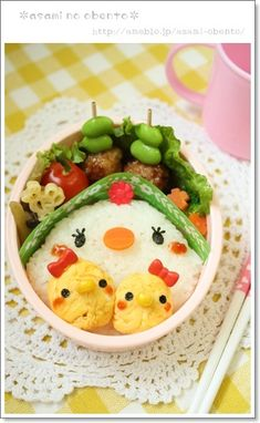 chicken and chick bento (chicken made out of rice, and chicks made from egg) Lunch Box Bento, Cute Bento Boxes, Kawaii Cooking, Kawaii Bento, Japanese Lunch Box, Bento Recipes, Happy Foods, Food Humor, Cute Food