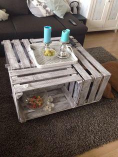 DIY Weinkisten Tisch. Kosten ca.25,-€ mit Bodenplatte, füßen und Farbe
