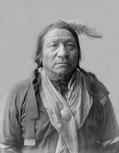 An old photograph of Painted Horse - Oglala 1904.