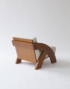 Fantastic Wooden Furniture Design Ideas That Wont Disappoint You Diy Sofa, Diy Chair, Sofa Chair, Chair Cushions, Swivel Chair, Wooden Sofa Designs, Chair Design Wooden, Sofa Furniture, Wooden Furniture