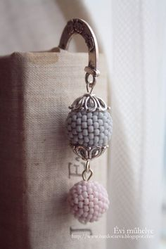 Könyvjelző fűzött gyöngyből -  PURE DESIGN Lady Dior, Pure Products, Blog, Diy, Design, Fashion, Moda, Bricolage, Fashion Styles