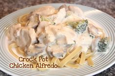 Crock Pot Chicken Alfredo - I am going to try with peas instead of broccoli and add onions and garlic too