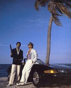 Palmeras, autos deportivos, bikinis y un par de policías. ¡El clásico de los 80 está de regreso por TCM! #MiamiVice http://www.entutele.com/programa/miami-vice/2018