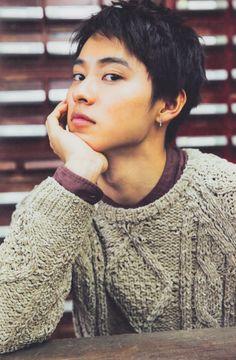 YAMAZAKI KENTO Japanese Babies, Japanese Boy, Short Hair For Boys, L Dk, Kento Yamazaki, Face Characters, Boy Hairstyles, Asian Actors, Actor Model