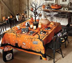 halloween table.
