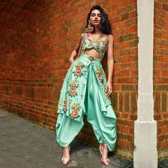 Indian Gowns Dresses, Indian Fashion Dresses, Indian Designer Outfits, India Fashion, Indian Outfits Modern, Fashion Fashion, Fashion Shoes, Indian Designers, Fashion Jewelry