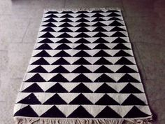 BUY - Triangle rug - Mum's - Dimensions : black and natural white. Scandinavia Design, Amazing Art, Triangle, Rugs, Carpets, Blanket, Bedroom, Home Decor, Clothes