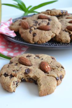 Recette de cookies healthy aux amandes, cookies sans beurre et sans sucre raffin. - Health and wellness: What comes naturally Cookies Healthy, Healthy Cookie Recipes, Vegan Desserts, Easy Desserts, Gourmet Recipes, Sweet Recipes, Cake Recipes, Dessert Recipes, Dessert Healthy
