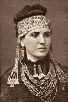 """The """"Jewels of Helen"""" Sophia Schliemann, wife of Heinrich Schliemann. Here, she's adorned with treasures recovered from ancient Mycenaean artifacts. Her husband is credited with discovering the location of Troy. Heinrich Schliemann, Ancient Troy, City Of Troy, Non Blondes, Trojan War, Archaeological Discoveries, Minoan, Mycenaean, Ancient Jewelry"""