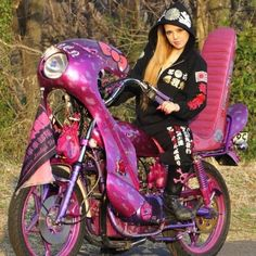 Girl on an old motorcycle: Post your pics! Lady Biker, Biker Girl, Motos Vespa, Jeep Clothing, Custom Sport Bikes, Old Motorcycles, Hot Bikes, Motorcycle Bike, Japan Fashion