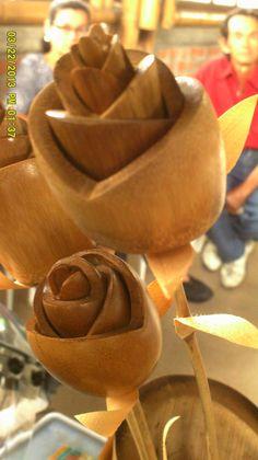 Rosas  en  Guadua  y  Bambú, técnicas  de  calado  y  superposición. Ecobambusa, escuela  artesanal. ecobambusa@gmail.com COLOMBIA