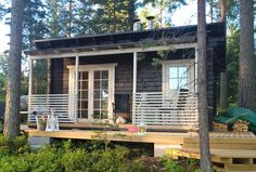 Saunamökki Elliida - Joro-Huvilat Cabins In The Woods, House In The Woods, Log Cabin Exterior, Small Cabin Plans, Outdoor Sauna, Sauna Design, Homestead House, Tiny House Loft, Lakeside Cabin