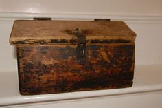 .Antique Primitive Old Wooden Wagon Box