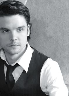 andrew lee potts height