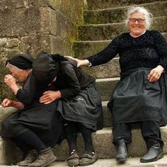 Laughter:) ladyragnell: Risas e loito. Xacobe Casal Sistelo, Viana do Castelo (Portugal) via (amydruliner) Young At Heart, Happy People, People Around The World, Belle Photo, Make You Smile, Beautiful People, Beautiful Moments, Laughter, Friendship