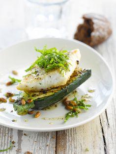 Schelvis met gegrilde courgette en chiliolie http://njam.tv/recepten/schelvis-met-gegrilde-courgette-en-chiliolie