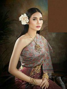 Thailand traditional wedding dress.