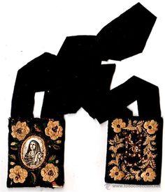 ESCAPULARIO RELIGIOSO BORDADO CON HILOS. VIRGEN CON 4 ESPADAS EN EL PECHO Y UNA EN LA MANO (Antigüedades - Religiosas - Escapularios Antiguos)