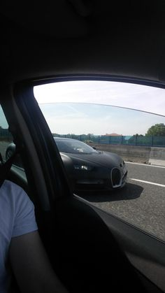 This passed me on way home from italy last week still can't believe it | Bugatti Chiron