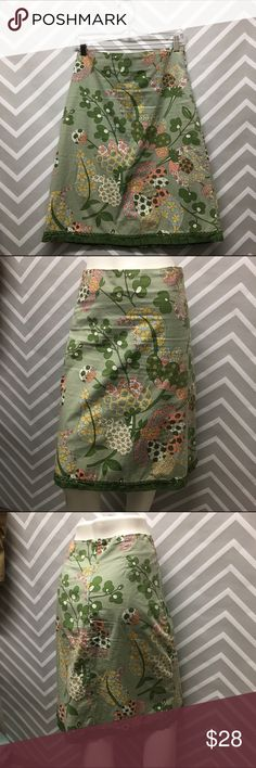Anthropologie Elevenses Green Floral Skirt Adorable skirt by Elevenses. Size 4. 97% cotton, 3% spandex. Lining is 100% cotton. Hand wash cold. Zip up back. Only flaw is very tiny pull in fabric as pictured. 23.5 inches long. Anthropologie Skirts Midi
