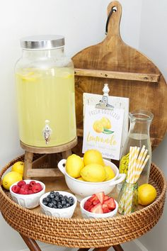 Cute lemonade stand printables for summer parties, a DIY lemonade bar, or fun summer decor! Lots of simple decor ideas to display them. Lemon Party, Bridal Shower, Baby Shower, Summer Parties, Summer Party Themes, Summer Party Decorations, Party Ideas, Bar Drinks, Party Planning