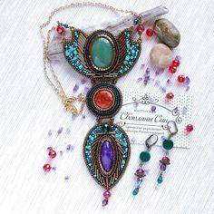 Кулон с зеленым авантюрином, окрашенным диккитом, чароитом, чешским стеклом, японским бисером на позолоченной цепочке. В комплект есть серьги с чешским стеклом, дужки позолоченные. [Нашел хозяйку] #sinbead #sinbeadjewelry #мастерская_син  #necklace #украшение #колье #кулон #серьги