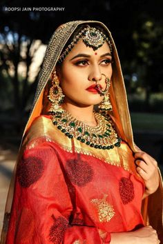Looking for Pretty bride wearing red lehenga with gold and green beads jewelry? Browse of latest bridal photos, lehenga & jewelry designs, decor ideas, etc. on WedMeGood Gallery. Wedding Jewellery Designs, Indian Wedding Jewelry, Indian Bridal Wear, Wedding Jewelry Sets, Bridal Jewellery, Indian Jewelry, Lehenga Jewellery, Red Lehenga, Saree