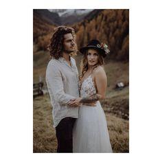 """BRAUTATELIER & GOLDSCHMIEDE on Instagram: """"GOLDCIRCUS DRESS *DANA* // So ein wunderbares Gefühl ein Kleid aus unserer neuen  Brautkleid-Kollektion in Action zu sehen. So super schön…"""" Lace Wedding, Wedding Dresses, Super, Gold, Couture, Bridal, Handmade, Instagram, Fashion"""