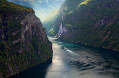 Van prachtige bossen en diepe fjorden tot met sneeuw bedekte bergen en koude, arctische toendra, Noorwegen heeft alles voor outdoor liefhebbers. In deze fotoserie 24 redenen om naar Noorwegen te gaan.