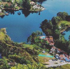 Reposting @anomadicfoodie: @daveontheway: Photographe encadré (Grids 1/6) . . . . . #amoviajar #wanderlust #fotografo #📸 #mochilao #everydayeverywhere #photographer #viajar #viajaresvivir #grid #viajaelmundo #travel #travels #travelgram #traveller #travelling #instatravel #viaje #viajes #📷 #viaja #viajando #travelpics #travelpic #travelife #travellife #phototravel #travelphoto #mochilero #grids