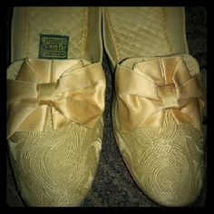 Daniel Green Comfy Slippers Vivid yellow vintage slippers. Slightly used. In very good condition. 1950-1960. Satin bow and brocade fabric. Just beautiful and perfect for a Conyers photo shoot out for the avid collector of vintage lingerie and accessories. Daniel Green Shoes Slippers Daniel Green Slippers, Fur Sliders, Ballet Shoes, Dance Shoes, Frou Frou, Brocade Fabric, Green Shoes, Satin Bows, Vintage Lingerie