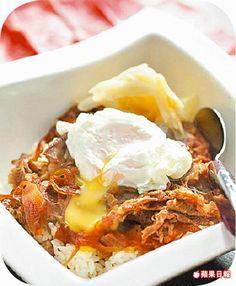 燒汁牛肉丼220元 現切美國玫瑰牛肉以壽喜燒醬涮煮,滑嫩開胃。