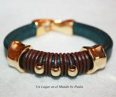 Pulseras con cuero Regaliz y piezas de Zamak baño dorado. Leather Cord Bracelets, Beaded Cuff Bracelet, Leather Cuffs, Leather Necklace, Leather Jewelry, Bracelets For Men, Handmade Bracelets, Handcrafted Jewelry, Jewelry Bracelets