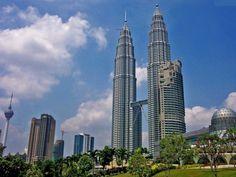 Petronas Towers - Quala Lumpur, Malásia - 452 metros de altura.