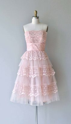 Vintage 1950s petal pink lace party dress with strapless tiered bodice, cummerbund wrapped waist, full skirt with tiered layers of lace and under tulle layer and metal zipper. --- M E A S U R E M E N T S --- fits like: xs bust: 32 waist: 25 hip: free length: 38 brand/maker: n/a condition: excellent to ensure a good fit, please read the sizing guide: http://www.etsy.com/shop/DearGolden/policy ✩ layaway is available for this item ✩ more vintage dresses ✩ ...