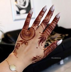 Explore latest Mehndi Designs images in 2019 on Happy Shappy. Mehendi design is also known as the heena design or henna patterns worldwide. We are here with the best mehndi designs images from worldwide. Modern Henna Designs, Mehndi Designs 2018, Stylish Mehndi Designs, Mehndi Designs For Girls, Mehndi Designs For Fingers, Dulhan Mehndi Designs, Beautiful Henna Designs, Wedding Mehndi Designs, Henna Tattoo Designs