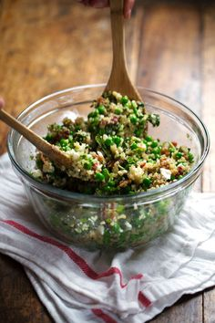 This Spring Quinoa Salad has quinoa tossed with peas, fresh herbs, feta, bacon, and almonds, plus a homemade Honey Lemon Vinaigrette. OH YES...