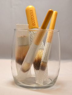 How to clean makeup brushes naturally.