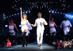 Taylor Swift and Omi perform Cheerleader // 1989 Tour San Diego