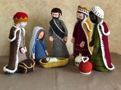 Crochet Amigurumi Free Patterns, Crochet Toys, Crochet Baby, Crochet Christmas Decorations, Holiday Crochet, Crochet Sunflower, Crochet Flowers, Giraffe Crochet, Crochet Disney