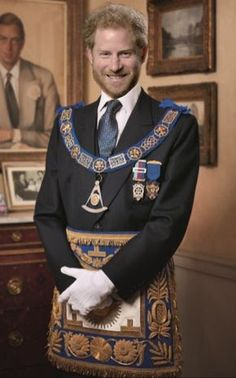 HRH Prince Edward, the duke of Kent - the Grand Master of the United Grand Lodge of England since he was first elected in 1967 Prince Harry Of Wales, Prince Harry And Megan, Harry And Meghan, William Harry, Illuminati Symbols, Famous Freemasons, Le Vatican, Masonic Symbols, Prince Harry