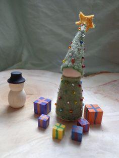 Christmas tree Waldorf Gnome, I love the present boxes!!