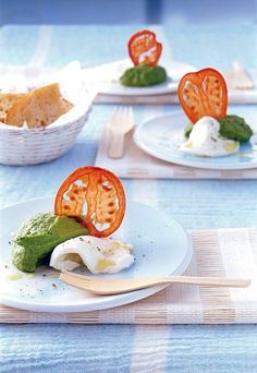 Mozzarella with basil puree recipe - Mediterranean recipes & antipasti. Mozzarella with basil puree on food and drink. A recipe for 8 se - Brunch Recipes, Appetizer Recipes, Appetizers, Drink Recipes, Pureed Food Recipes, Snacks Für Party, Food For A Crowd, Mediterranean Recipes, Food Presentation