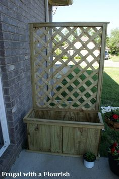 to hide trash cans. DIY trellis to create an outdoor screen or wall. This would be great to hide the trash can on the side of the house. Plant some roses or vines. Outdoor Projects, Garden Projects, Outdoor Decor, Outdoor Crafts, Outdoor Living, Diy Trellis, Privacy Trellis, Porch Privacy, Planter Box With Trellis