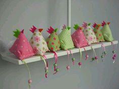Hoe dierbaar is dit! Hobbies And Crafts, Diy And Crafts, Crafts For Kids, Easter Projects, Easter Crafts, Sewing Projects, Craft Projects, Projects To Try, Chicken Pattern