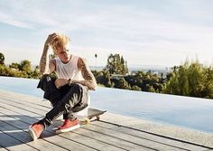 A brand new pic from Justin for a skateboard photoshoot on his house in Beverly Hills. :)