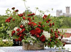 RICH REDS - America's Table Red Flower Arrangements, Christmas Floral Arrangements, Little Flowers, Red Flowers, Flower Bomb, Flower Power, Summer Wedding, Wedding Details, Christmas Wreaths