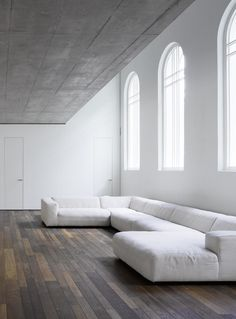 White Sofa Design Ideas & Pictures For Living Room has helped you to make your home more stylist and elegant as you want. White sofas create clean, elegant lines in your room. White Sofa Design, Interior Architecture, Interior And Exterior, Minimalist Sofa, Minimalist Lifestyle, Minimalist Interior, White Sofas, White Sectional, Large Sectional