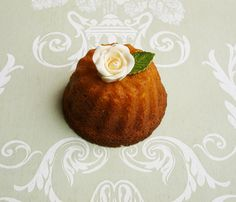 Mini Bundt Cake decorated with a sugar rose #wedding #favours